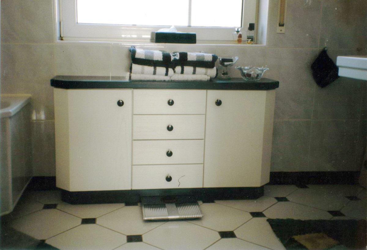 badezimmerschrank-1